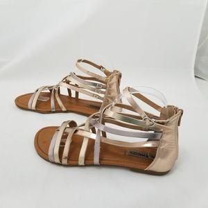 Steve Madden size 5 silver and gold strapp…